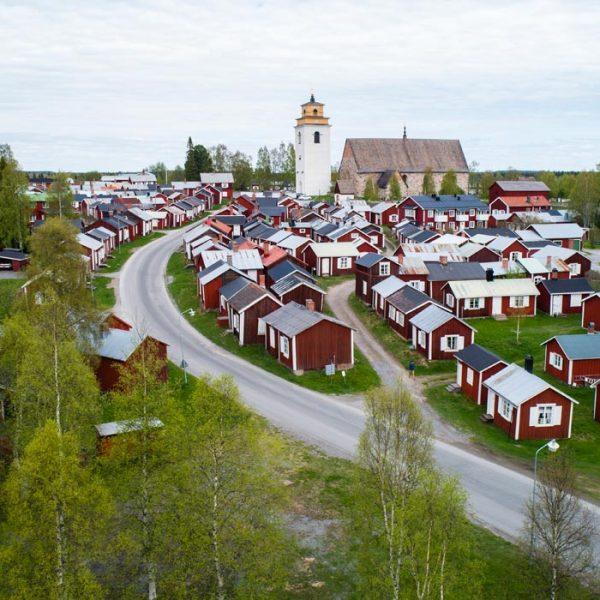 Flygfoto över Gammelstad Kyrkstad i Luleå