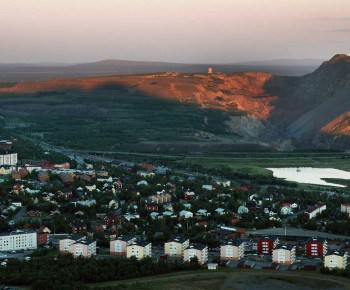 View over Kiruna from Luossavaara. The first ray's of Midnight sun.